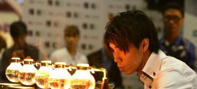 Accro Coffee Tsuyoshi Mok 獲得世界虹吸咖啡大賽-2011香港地區亞軍