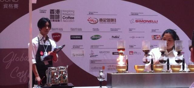 Tsuyoshi Mok擔任2013香港虹吸咖啡師大賽評審